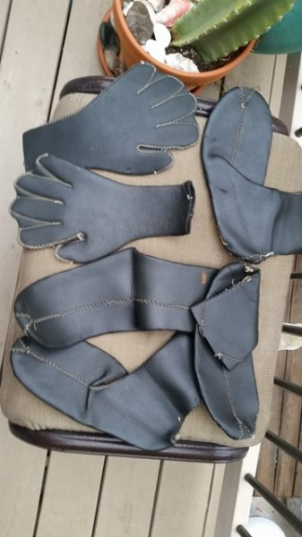 wetsuit booties and gloves 2.jpg